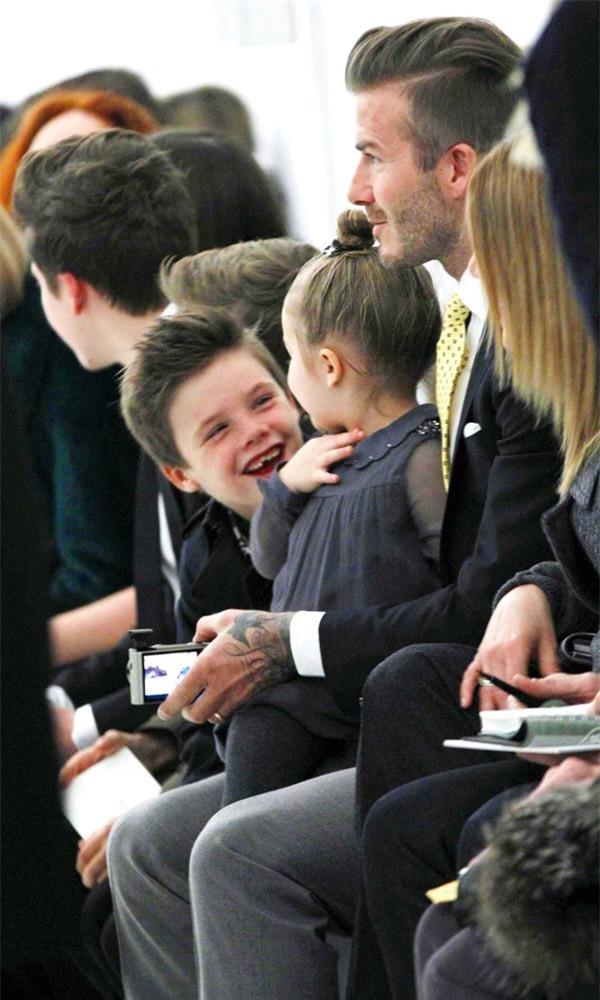 Harper Beckham: Công chúa tí hon trong vòng tay bố khiến cả thế giới phát cuồng giờ đã thành cô bé 6 tuổi phổng phao! - Ảnh 16.