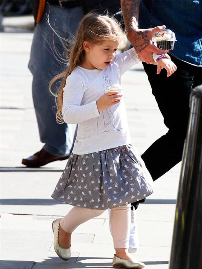 Harper Beckham: Công chúa tí hon trong vòng tay bố khiến cả thế giới phát cuồng giờ đã thành cô bé 6 tuổi phổng phao! - Ảnh 23.