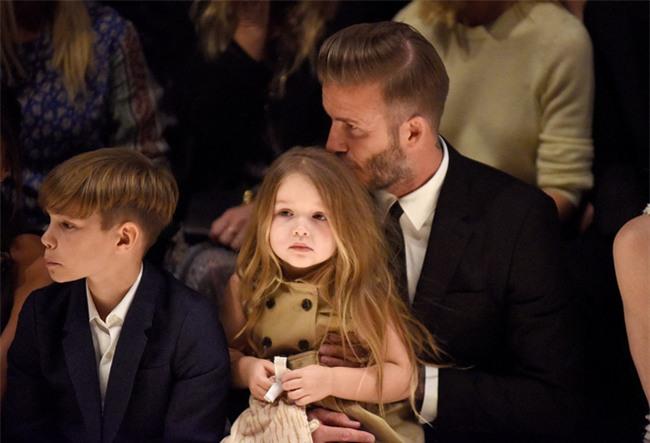 Harper Beckham: Công chúa tí hon trong vòng tay bố khiến cả thế giới phát cuồng giờ đã thành cô bé 6 tuổi phổng phao! - Ảnh 25.