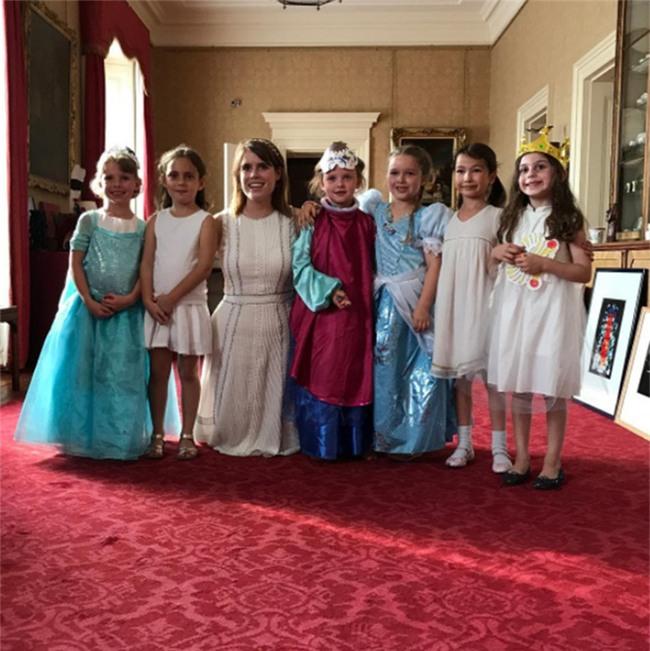 Harper Beckham: Công chúa tí hon trong vòng tay bố khiến cả thế giới phát cuồng giờ đã thành cô bé 6 tuổi phổng phao! - Ảnh 35.