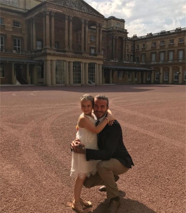 Harper Beckham: Công chúa tí hon trong vòng tay bố khiến cả thế giới phát cuồng giờ đã thành cô bé 6 tuổi phổng phao! - Ảnh 36.