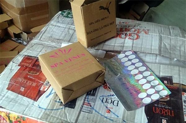 Hà Nội: Cô gái buôn bán hơn 13.000 lọ mỹ phẩm giả gắn mác nhập khẩu Pháp - Ảnh 3.