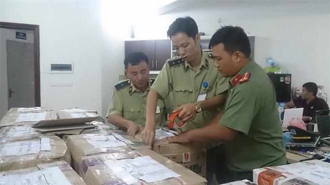 Hà Nội: Cô gái buôn bán hơn 13.000 lọ mỹ phẩm giả gắn mác nhập khẩu Pháp - Ảnh 5.