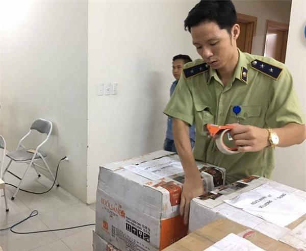 Hà Nội: Cô gái buôn bán hơn 13.000 lọ mỹ phẩm giả gắn mác nhập khẩu Pháp - Ảnh 6.