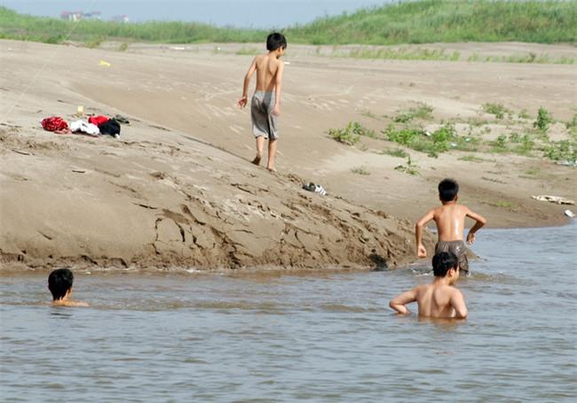 Bộ Y tế khuyến cáo 9 biện pháp phòng ngừa trẻ bị tử vong vì đuối nước - Ảnh 1.