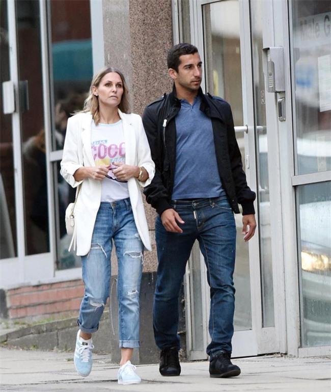 Sao Man Utd hẹn hò với máy bay hơn 14 tuổi - Ảnh 1.