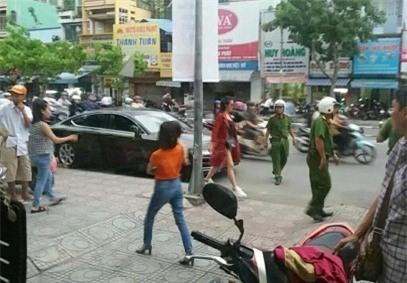 Bị cảnh sát giao thông hỏi thăm vì đỗ xe sai quy định, Đông Nhi nói gì? - Ảnh 1.