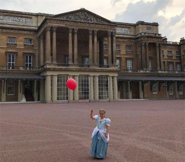 Tranh cãi quanh việc bé Harper được ưu ái đón tuổi mới tại Cung điện Buckingham - Ảnh 1.
