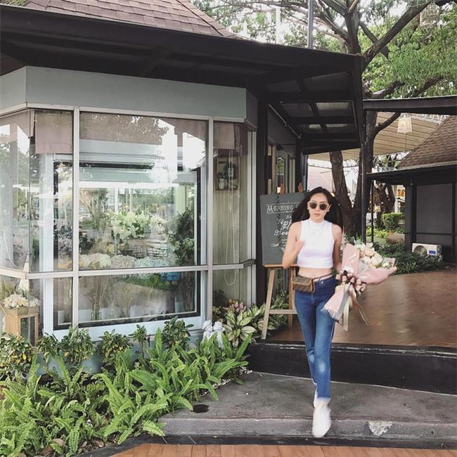 Muốn mặc đẹp như fashionista châu Á, hãy cứ trung thành với phong cách đơn giản! - Ảnh 10.