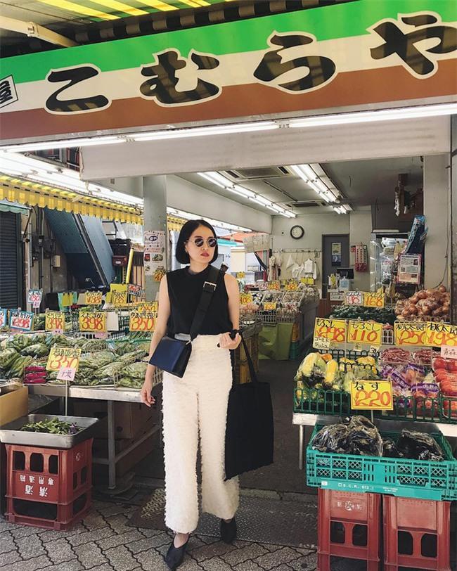 Muốn mặc đẹp như fashionista châu Á, hãy cứ trung thành với phong cách đơn giản! - Ảnh 14.