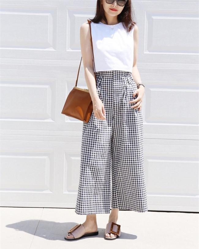 Muốn mặc đẹp như fashionista châu Á, hãy cứ trung thành với phong cách đơn giản! - Ảnh 16.