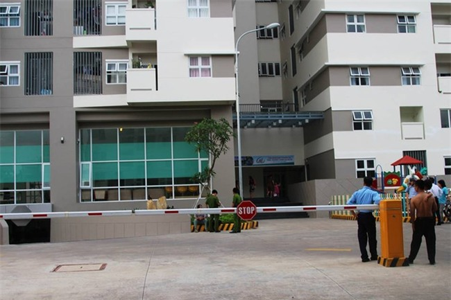 Bất cẩn khi mở cửa thang máy, người đàn ông trượt chân rơi xuống tầng hầm chung cư Thủ Đức House tử vong - Ảnh 1.