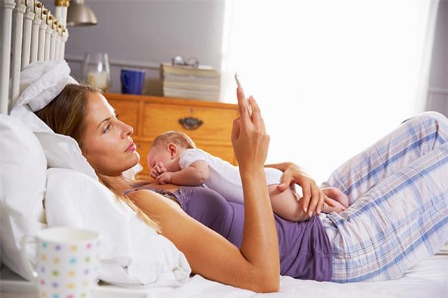 Những sai lầm có thể dẫn đến cái chết của trẻ sơ sinh trong phòng ngủ bố mẹ cần biết - Ảnh 3.
