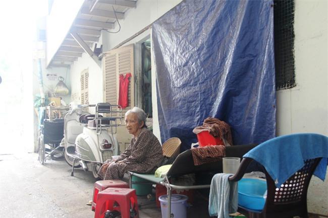 Chuyện đời bà cụ đi ở đợ 60 năm, có chồng con nhưng tuổi già đơn độc, sống nhờ người dưng trong hẻm nhỏ - Ảnh 1.