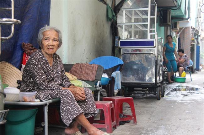 Chuyện đời bà cụ đi ở đợ 60 năm, có chồng con nhưng tuổi già đơn độc, sống nhờ người dưng trong hẻm nhỏ - Ảnh 10.