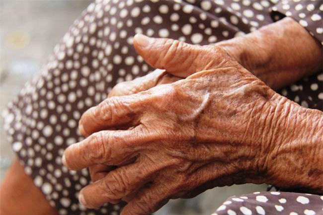 Chuyện đời bà cụ đi ở đợ 60 năm, có chồng con nhưng tuổi già đơn độc, sống nhờ người dưng trong hẻm nhỏ - Ảnh 11.