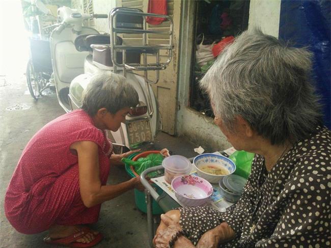Chuyện đời bà cụ đi ở đợ 60 năm, có chồng con nhưng tuổi già đơn độc, sống nhờ người dưng trong hẻm nhỏ - Ảnh 12.