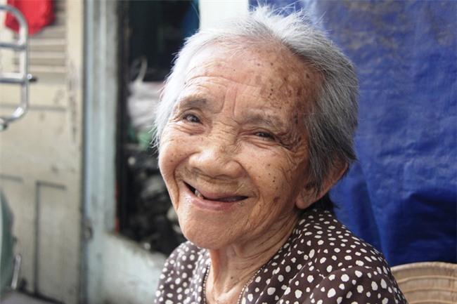 Chuyện đời bà cụ đi ở đợ 60 năm, có chồng con nhưng tuổi già đơn độc, sống nhờ người dưng trong hẻm nhỏ - Ảnh 13.