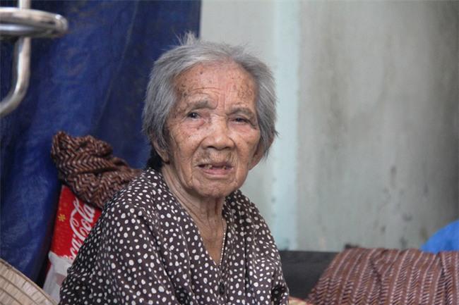 Chuyện đời bà cụ đi ở đợ 60 năm, có chồng con nhưng tuổi già đơn độc, sống nhờ người dưng trong hẻm nhỏ - Ảnh 2.