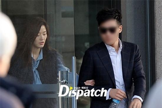 Bạn đời của 3 bà hoàng Kbiz Kim Tae Hee, Jeon Ji Hyun và Song Hye Kyo: Phải giàu và đẳng cấp đến mức nào? - Ảnh 18.