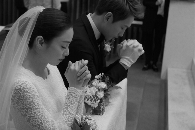 Bạn đời của 3 bà hoàng Kbiz Kim Tae Hee, Jeon Ji Hyun và Song Hye Kyo: Phải giàu và đẳng cấp đến mức nào? - Ảnh 24.