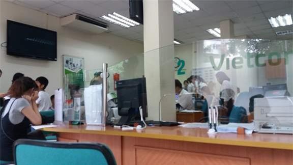 Hà Nội: Hai người phụ nữ đánh nhau ngay tại ngân hàng vì số thứ tự xếp hàng - Ảnh 4.