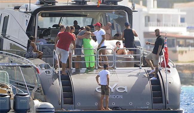 Du thuyền của Ronaldo bất ngờ bị hải quan kiểm tra - Ảnh 1.