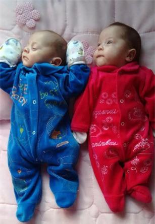 Cặp song sinh trai gái Asaph và Ana chào đời sau khi người mẹ chết não 123 ngày với mức cân nặng bình thường. Ảnh: Caters News Agency