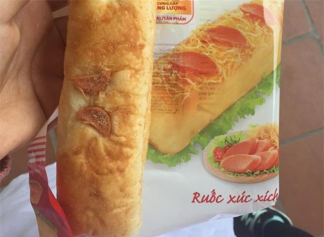Tốn 120k mua bánh mì phô mai quảng cáo ruột đầy đặc quánh, cô nàng nhận về ổ bột cứng đơ phết tí tẹo nhân - Ảnh 12.