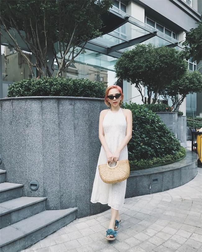 Hà Hồ và tình mới của Cường Đô la cùng mặc áo phông trắng, ai phong cách hơn ai - Ảnh 21.