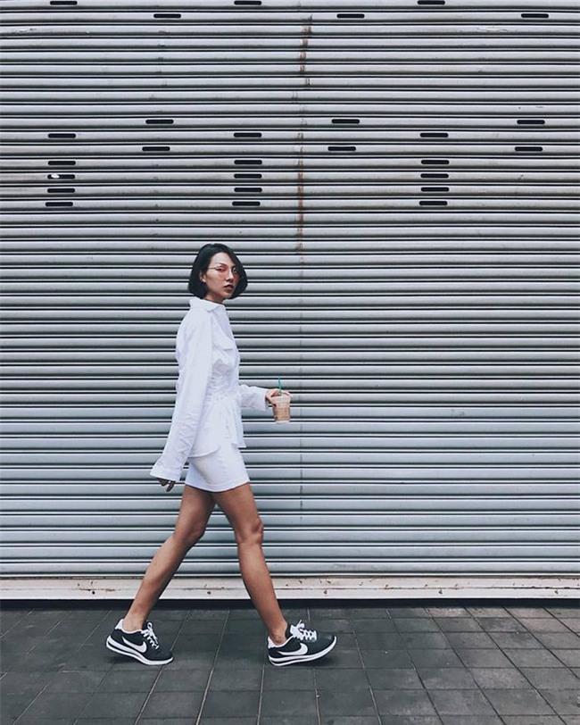 Hà Hồ và tình mới của Cường Đô la cùng mặc áo phông trắng, ai phong cách hơn ai - Ảnh 8.