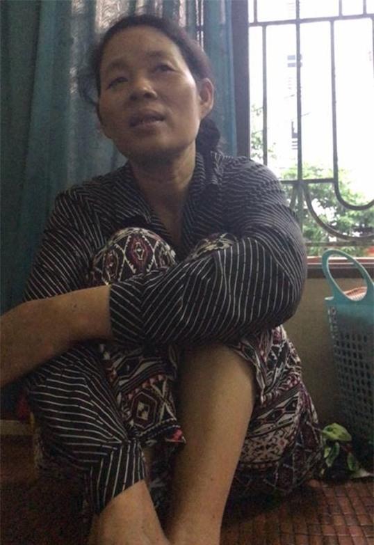 Người quay clip lấy nước rửa chân pha trà cho khách xin lỗi và hứa tìm việc giúp bà chủ quán trà đá - Ảnh 1.