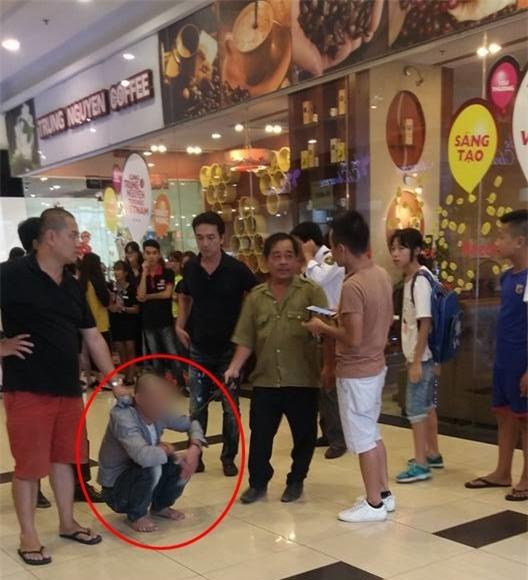 Xôn xao clip bảo vệ siêu thị ở quận Long Biên bị người dân bắt giữ vì nghi dâm ô trẻ em - Ảnh 1.