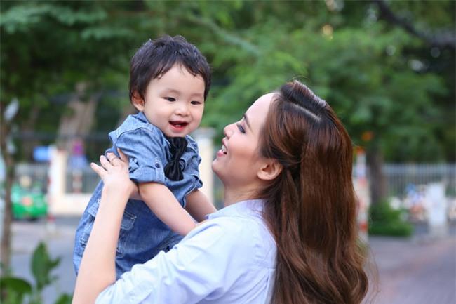 Hoa hậu Diễm Hương: Tôi phải đối mặt với căn bệnh 10 ngàn người chỉ một - Ảnh 1.