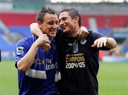 Tình bạn giữa Frank Lampard và John Terry đã được thử thách qua rất nhiều khúc cua thăng trầm trong lịch sử câu lạc bộ Chelsea. Từ nước mắt hoà cơn mưa trong trận chung kết Champions League ở Luzhniki, Moscow cho tới những chiếc cúp vô địch vinh quang tại Giải Ngoại hạng, sự gắn bó của bộ đôi huyền thoại Chelsea vẫn luôn được coi là biểu tượng chiến thắng của câu lạc bộ.