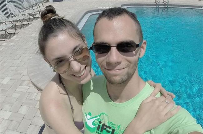 Vận động viên nhảy dù gửi video thông báo với vợ sẽ tới nơi thanh bình chỉ vài phút trước khi nhảy từ máy bay tự tử - Ảnh 1.