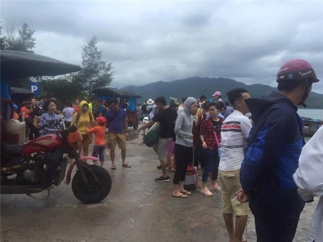 Cả ngàn du khách mắc kẹt trên các đảo ở Quảng Ninh - ảnh 3
