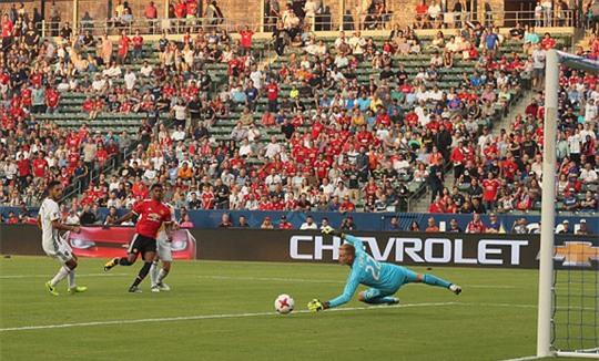 Lukaku ra mắt nhạt nhòa trận M.U đại thắng LA Galaxy - Ảnh 1.