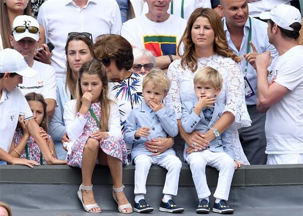 Dan khach VIP chung kien Federer lap chien cong vi dai hinh anh 12