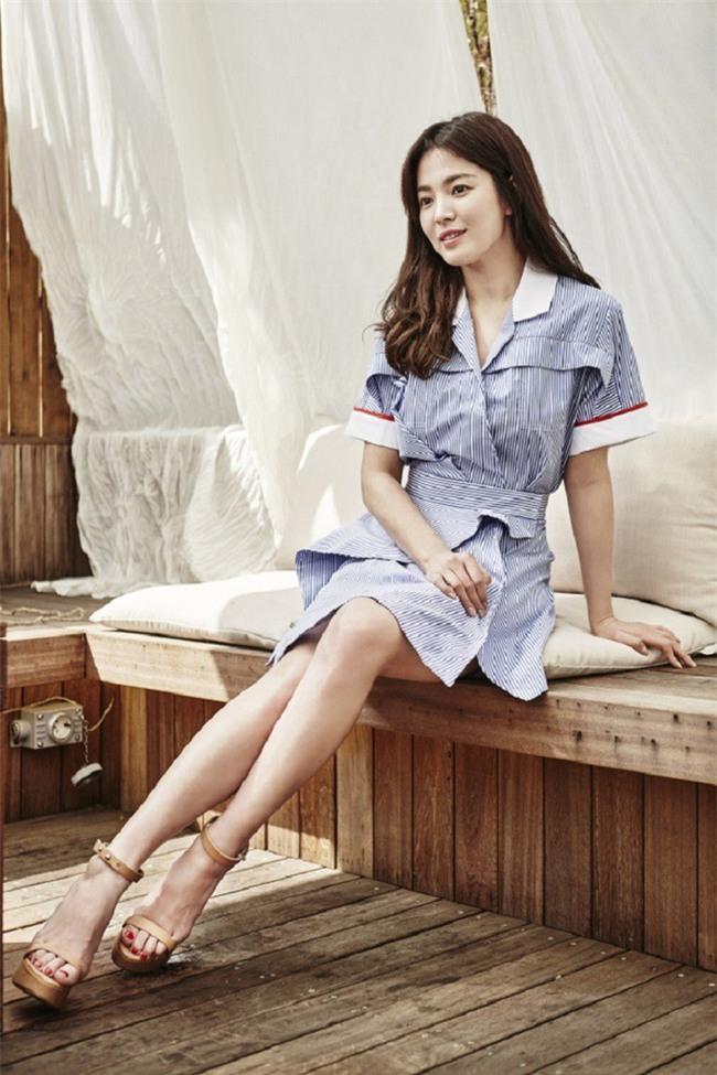 Vóc dáng thấp bé nhưng Song Hye Kyo vẫn luôn mặc đẹp nhờ vào 5 bí kíp này - Ảnh 13.