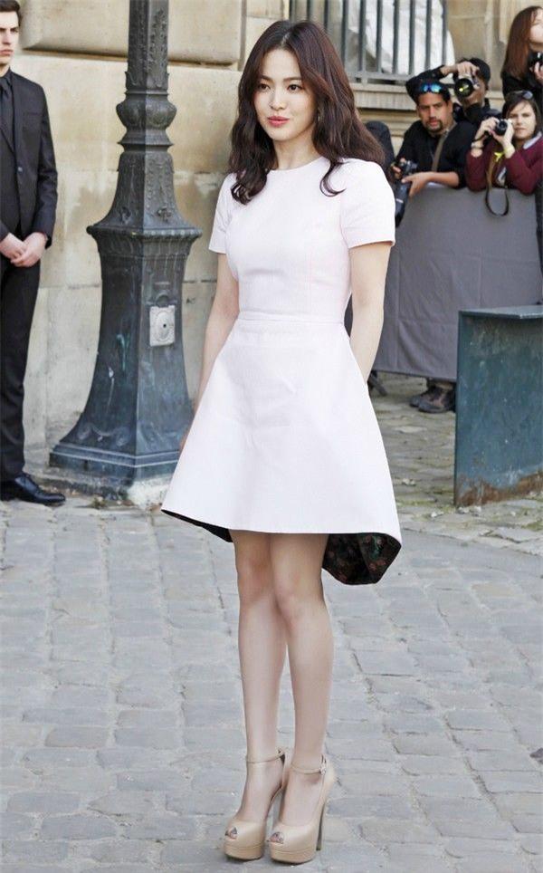 Vóc dáng thấp bé nhưng Song Hye Kyo vẫn luôn mặc đẹp nhờ vào 5 bí kíp này - Ảnh 7.