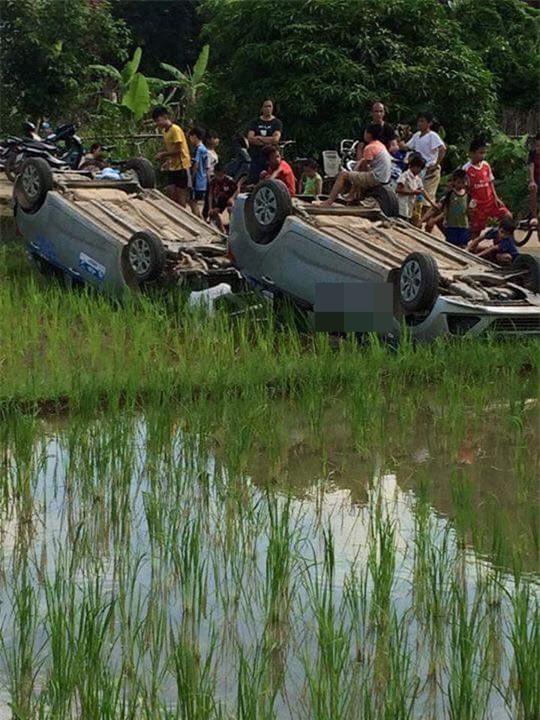 Vợ gọi nhóm côn đồ đến hành hung chồng cũ, dân làng bức xúc vây bắt rồi lật úp cả 2 xe ô tô - Ảnh 2.