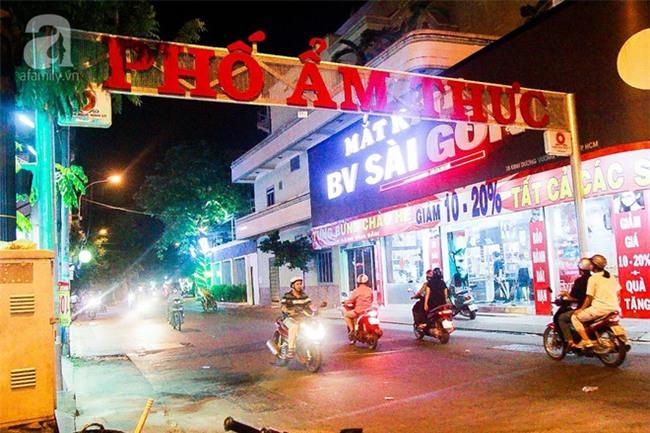Cận cảnh phố ẩm thực đầu tiên ở Sài Gòn khiến giới trẻ phát cuồng - Ảnh 1.