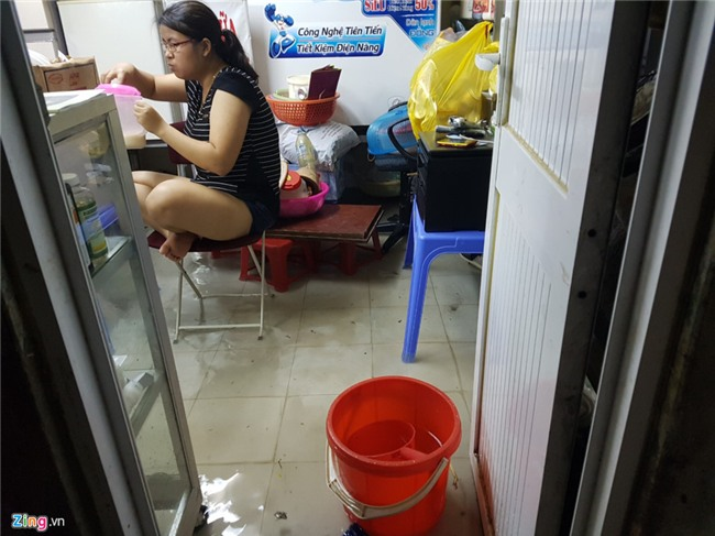 Pho phuong Ha Noi ngap sau trong mua lon hinh anh 25