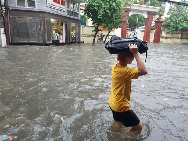 Pho phuong Ha Noi ngap sau trong mua lon hinh anh 5