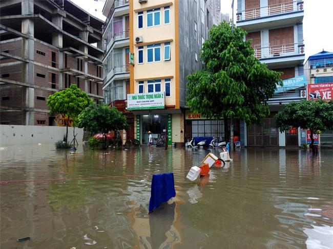 Hà Nội: Nhiều chung cư, khu đô thị bị cô lập vì nước ngập lớn  - Ảnh 13.