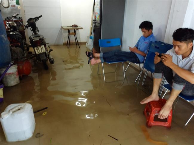 Hà Nội: Nhiều chung cư, khu đô thị bị cô lập vì nước ngập lớn  - Ảnh 14.