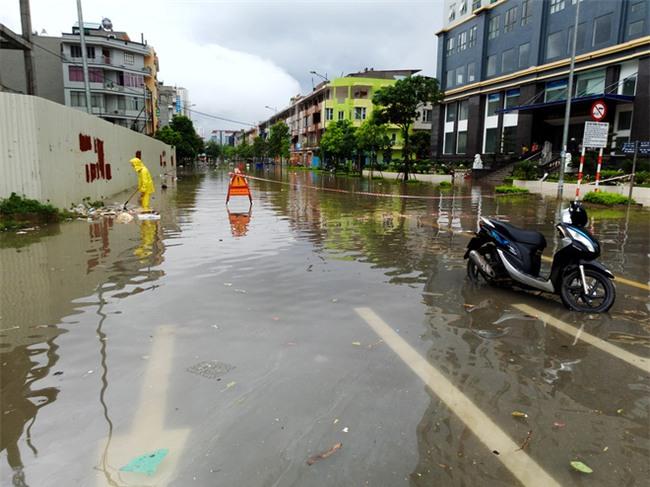 Hà Nội: Nhiều chung cư, khu đô thị bị cô lập vì nước ngập lớn  - Ảnh 17.