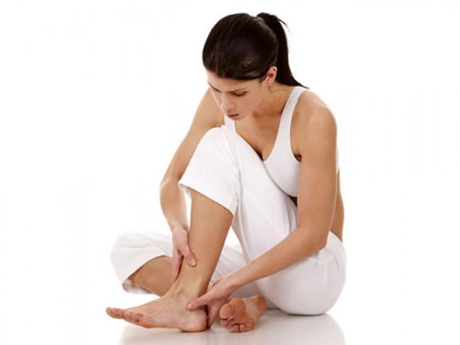 Đau xương và cơ: Một trong những dấu hiệu thường gặp của thiếu hụt vitamin D ở phụ nữ là đau xương và cơ. Khi chúng ta nhiều tuổi, đau xương khớp có thể là vấn đề chung nhưng khi đau cơ xảy ra thường xuyên thì điều này có thể là do thiếu vitamin D trong cơ thể.
