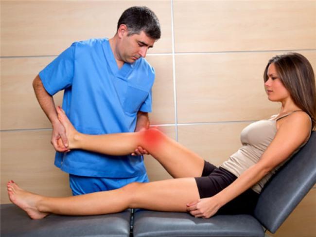 Xương dễ gãy: Khi xương trở nên yếu, thậm chí với sự va chạm nhẹ bạn cũng sẽ có thể bị gãy xương thì đây chính là dấu hiệu cho thấy cơ thể thiếu vitamin D.